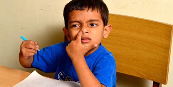 为什么孩子喜欢吃鼻屎?