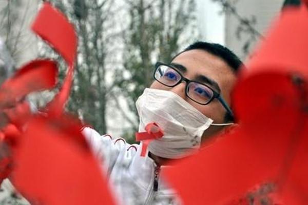 专家:艾滋病患者是否真的被治愈,需要长期观察